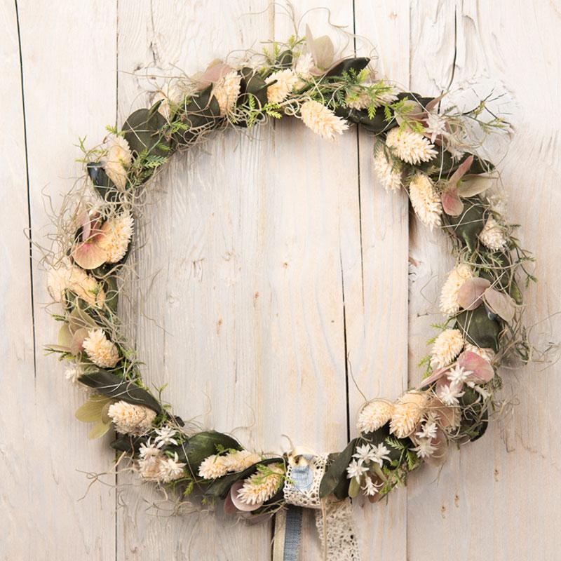 Trockenblumenkranz, rundum mit Trockenblumen dekoriert