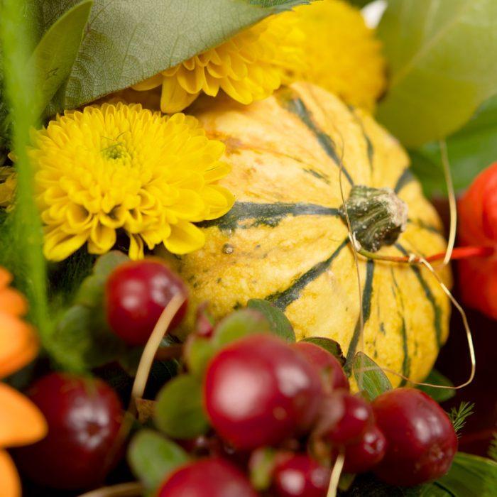 Zierkürbis im Blumenstrauß, Detail im Herbststrauß Tabea beim Blumenversand Interfleur