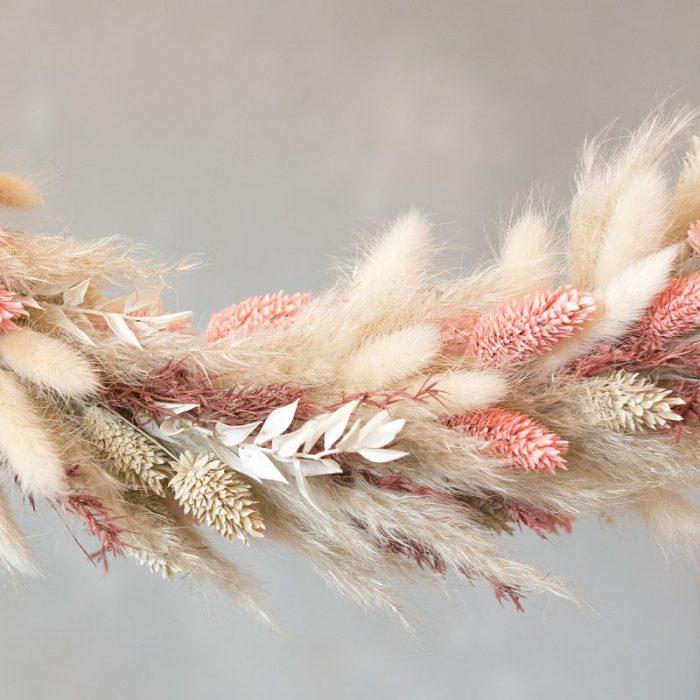 Flower Hoop Leni, Blumenring, Kranz mit Trockenblumen und Gräsern in den Farben Natur, Beige, Rosa und Pink, mit Kordel zum Aufhängen als Wanddekoration oder für die Tür