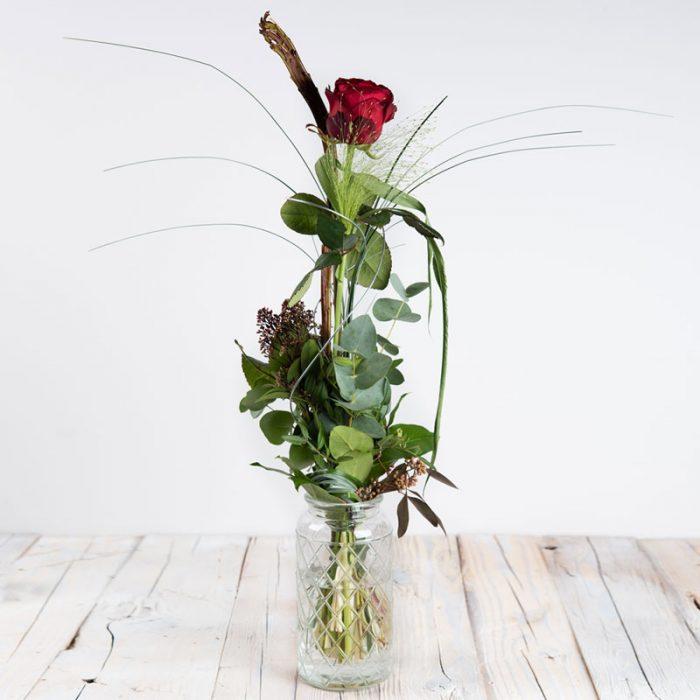 Pascal, Komposition mit roter Rose, Rosenversand Interfleur