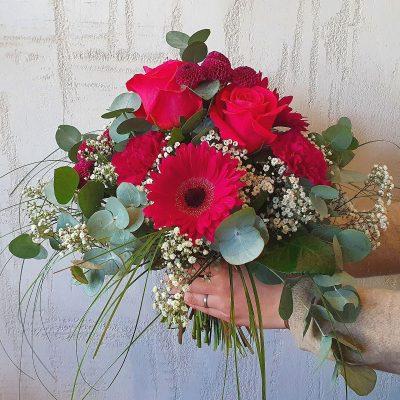 LOUISA - Dieser herrliche Strauß mit den edlen Rosen Pink Floyd, zarten Nelken, kugeligen Santini, knallige Gerbera und verspieltem Schleierkraut, abgerundet mit frischem Eukalyptus strahlt Lebensfreude aus. Bringen Sie diese Lebensfreude zu Ihren Liebsten nach Hause. Louisa ist der perfekte Strauß, um ihre Liebe, Zuneigung, oder Dankbarkeit zum Ausdruck bringen. Bei jedem Geburtstag, Hochzeitstag, oder einem anderen Jubiläum wird dieser Strauß zum echten Hingucker. Dieses wunderbar gefertigte Arrangement liefern wir gern deutschlandweit, wie z.B. nach Hamburg, Bremen, Oldenburg, Vechta, Osnabrück, Düsseldorf, Frankfurt, München, Köln und jede andere Stadt. Einfach Blumen liefern mit Blumenversand blumen-interleur.de bestellen.